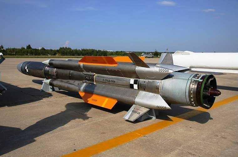 Tên lửa chống hạm Kh-31A nặng 610kg, dài 4,7m, đường kính thân 0,36m, lắp đầu đạn thuốc nổ nặng 94kg.