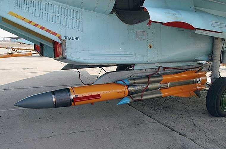 Tên lửa Kh-31A được phóng từ tiêm kích Su-30MK2 thông qua hệ thống phụ điều khiển vũ khí SUV-VEP từ bệ phóng AKU-58AE.