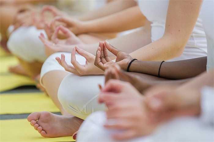 Những người tập yoga ở Paris, Pháp