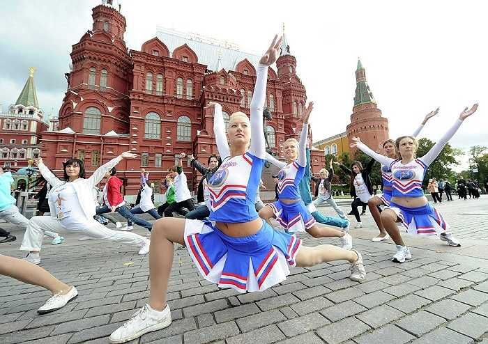 Con gái thủ tướng Nga Medvedev tập yoga gần Quảng trường Đỏ