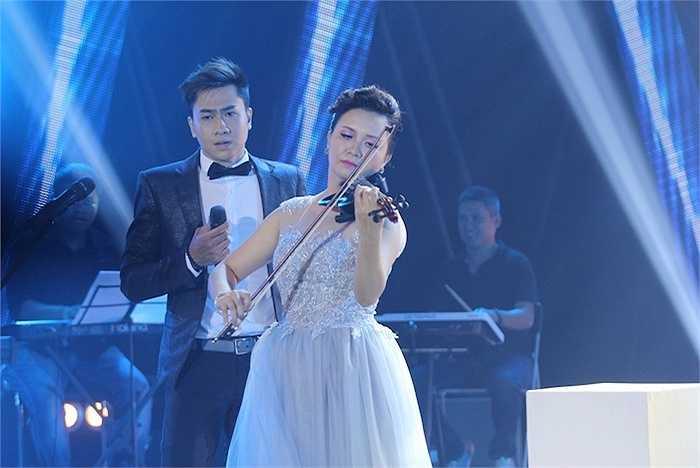 Được đánh giá có nhiều lợi thế về giọng hát, Thu Hiền tiếp tục chứng minh mình là một diễn viên tài năng với ca khúc Nửa hồn thương đau cùng nam ca sỹ Tùng Lâm.
