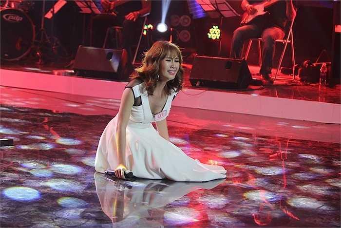 Trong đêm thi tối qua, Anine Huỳnh Anh đã không ngại thử sức với ca khúc Cứ ngủ say cùng nam ca sỹ Lân Nhã, một sáng tác của Nguyễn Hải Phong.