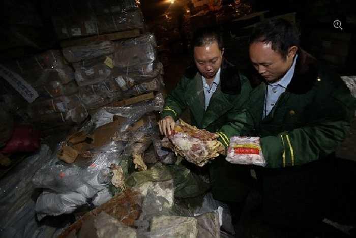 Hải quan Trung Quốc đang xem xét số lượng thịt đông lạnh khổng lồ bị thu giữ trong chiến dịch truy quét hàng lậu kết thúc hồi đầu tháng qua ở Trung Quốc.