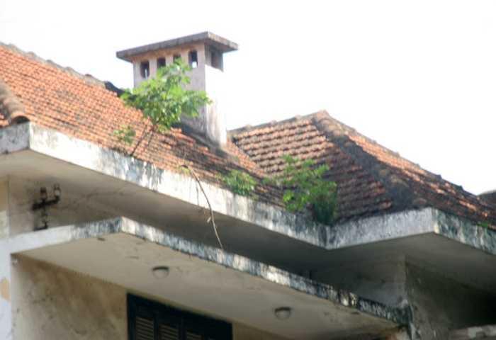 Hiện ngôi nhà đang bỏ không chỉ có 1 bảo vệ trông coi