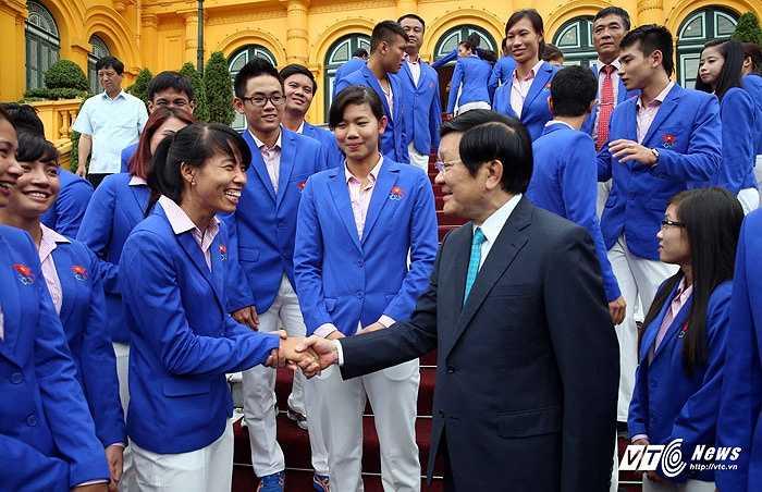 Những huấn luyện viên, vận động viên tiêu biểu, giành thành tích cao tại SEA Games có vinh dự được gặp mặt Chủ tịch nước.(Ảnh: Quang Minh)