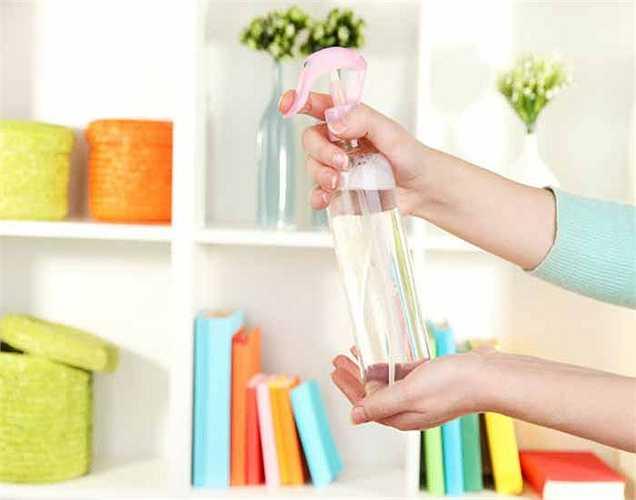 Nước xịt phòng: Hầu như được sử dụng rộng rãi trong hầu hết mọi nhà nhưng lại không tốt khi chúng ta tiếp xúc với nó. Hít phải quá nhiều có thể gây ra các vấn đề sức khỏe, bao gồm cả ung thư.