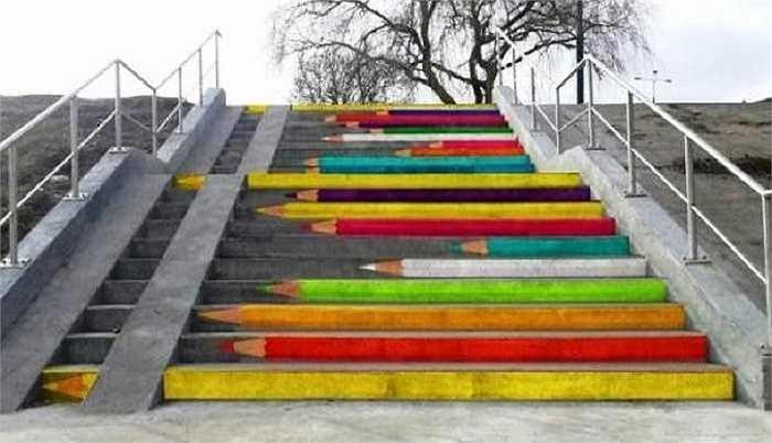 Những bậc thang 'bút chì' sống động như thật ở Poznan, Ba Lan