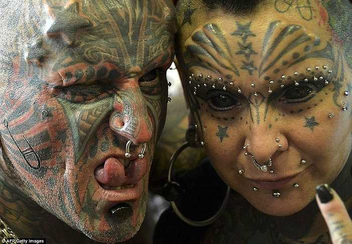 Cặp đôi Victor Peralta và  Gabriela từng lập kỷ lục thế giới nhờ có 77 phẫu thuật thay đổi ngoại hình