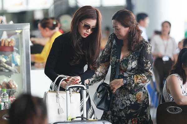 Trong gia đình, Diễm Trang thân thiết với mẹ nhiều nhất.