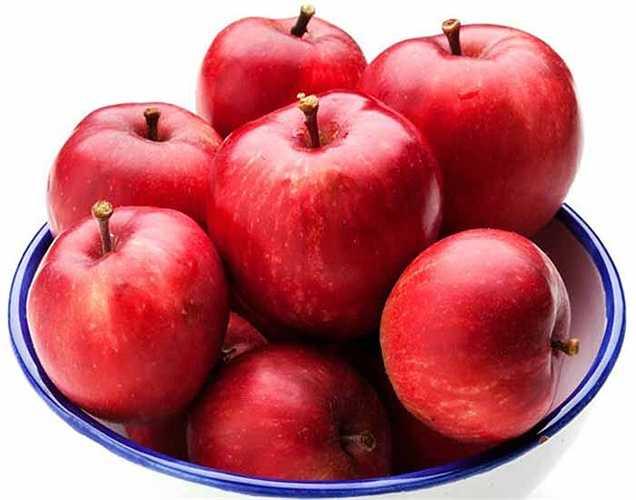 Trái cây giúp cung cấp cho bạn một năng lượng dồi dào. Táo, cam, chuối, dâu, dưa hấu là trái cây tuyệt vời khi ăn sáng vì chúng chứa lượng đường rất thấp. Trái cây cũng rất giàu carbohydrates, giúp bạn được khỏe mạnh.