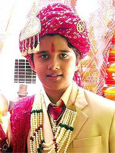 Đảm nhận vai 'chồng nhí' Jagdish trong 500 tập phim đầu của Cô dâu 8 tuổi chính là nam diễn viên sinh năm 1997 Avinash Mukheriee.