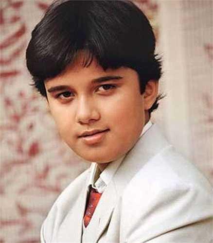 Trước khi đóng phim, Avinash Mukheriee đã là một người mẫu nhí đóng khá nhiều quảng cáo.