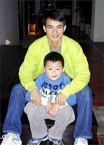 Thông tin hai bố con Xuân Bắc thay thế cha con 'Bé An' Hùng Thuận trong 'Bố ơi! mình đi đâu thế?' đang gây chú ý với khán giả truyền hình.