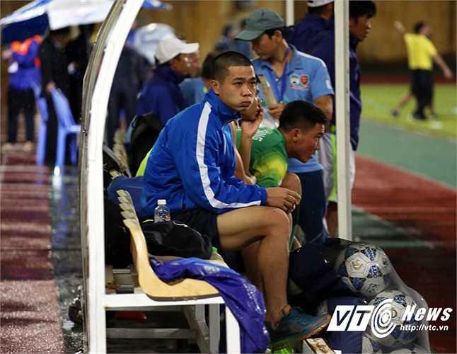 Công Phượng thở dài ngao ngán sau khi HAGL thất bại 0-2 trước Hà Nội T&T ở tứ kết Cup Quốc gia. (Ảnh: Phạm Thành)