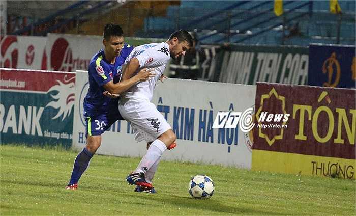 Thế mới thấy Hà Nội T&T đá thong dong vẫn thắng được đội bóng phố Núi. (Ảnh: Phạm Thành)