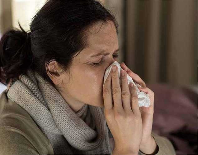 Các vấn đề về hô hấp: Trong khói thuốc lá có các hợp chất độc hại như sulphur và amoniac có thể gây kích thích phổi, họng và mắt. Chúng cũng có thể gây ra bệnh hen suyễn và viêm phế quản.