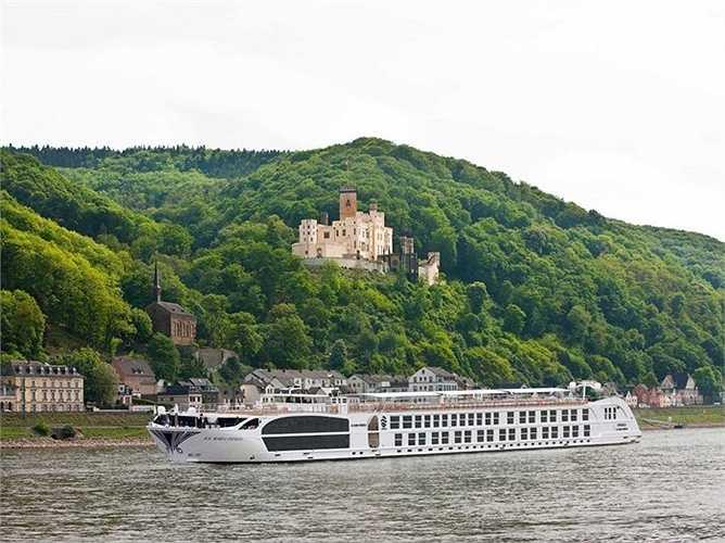 Tàu du lịch SS Maria Theresa vào hàng sang trọng nhất thế giới với 3 tầng và trang bị thang máy để di chuyển lên các tầng cao