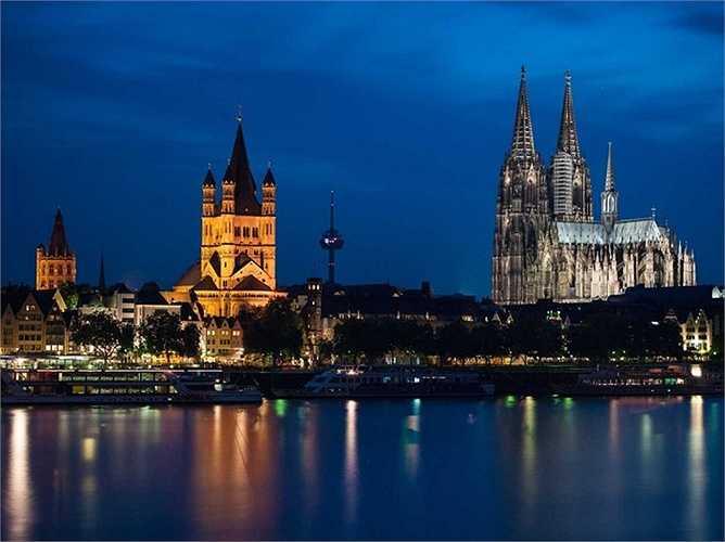 Tàu phục vụ 3 tour du lịch châu Âu, trong đó dài nhất là chặng từ Budapest đến Amsterdam