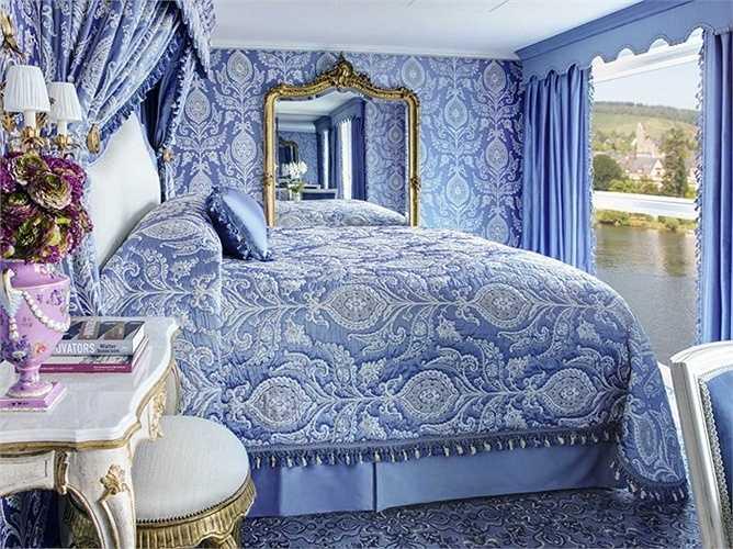 Một kiểu phòng khác với không gian màu xanh rất tinh tế. Xung quanh kiểu phòng này có cả bàn ghế ngồi ngắm cảnh