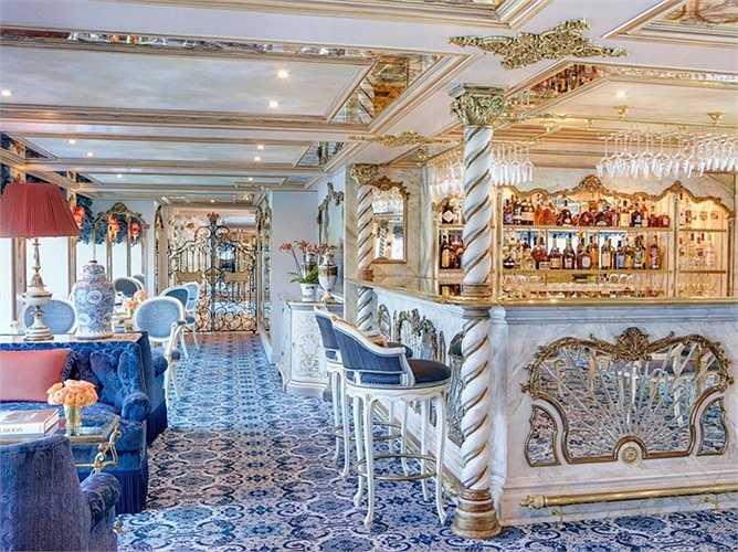 Quầy bar nhỏ đáp ứng mọi yêu cầu của du khách, không gian không quá rộng nhưng ấm áp và dễ chịu để tận hưởng giây phút nghỉ ngơi