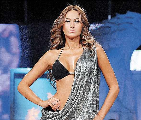 Fabiana Villarroel là đại diện của Bolivia. Cô là 1 người mẫu chuyên nghiệp và dù không được BTC thông báo gì về việc đưa vào cuộc thi Miss Copa, người đẹp sinh năm 1985 vẫn tỏ ra rất hãnh diện