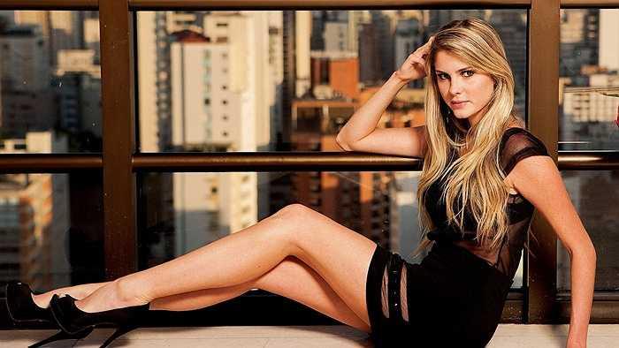 Barbara Evans là đại diện của Brazil. Cô từng được biết đến trong vai trò WAGs khi cặp kè với cầu thủ Paolo Guerrero. Ngoài ra, Barbara còn là người mẫu cho tạp chí Playboy