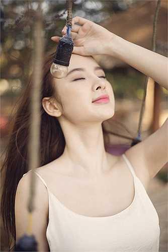 Bên cạnh đó cũng có nhiều lời mời phim ảnh mời Angela Phương Trinh thủ vai chính, cô cũng đang đọc kịch bản để cân nhắc và có sự lựa chọn phù hợp