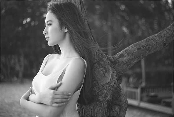 Hiện tại bên cạnh việc rèn luyện hình thể cho những dự án sắp tới, Angela Phương Trinh cũng đang chăm chỉ luyện tập thanh nhạc với nhạc sỹ Phương Uyên.