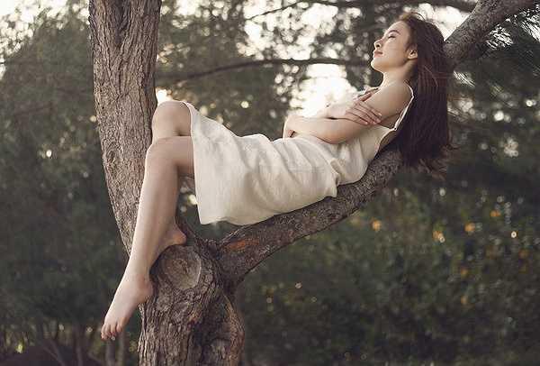 Sản phẩm âm nhạc mới nhất của cô được đích thân nhạc sỹ Lưu Thiên Hương và nhà sản xuất nhạc Slim V giúp đỡ.