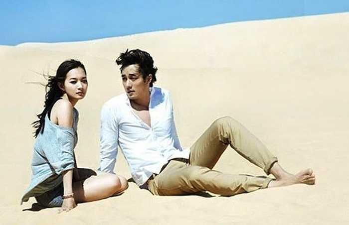 Trên thực tế, So Ji Sub không đến Việt Nam một mình mà đi cùng nữ diễn viên Shin Min Ah. Cặp đôi thực hiện bộ ảnh quảng cáo cho một hãng thời trang trên những đồi cát và bãi biển tuyệt đẹp ở Mũi Né.