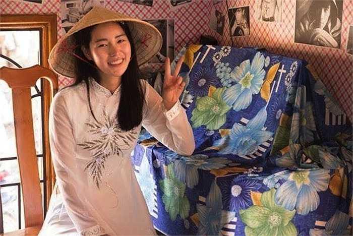 Cũng trong tháng 3, hình ảnh nữ diễn viên Lim Ji Yeon đội nón lá, mặc áo dài Việt Nam cũng khiến fan ngỡ ngàng.