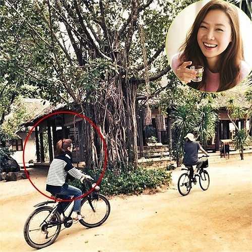 Tháng 2, người quản lý của Gong Hyo Jin đăng lên blog tấm hình ngôi sao The Master's Sun đạp xe đi thăm thú khung cảnh làng quê Việt Nam. Đây là hình ảnh của Gong Hyo Jin trong chuyến đi chụp ảnh cho tạp chí InStyle số tháng 2 tại thành phố biển Nha Trang.