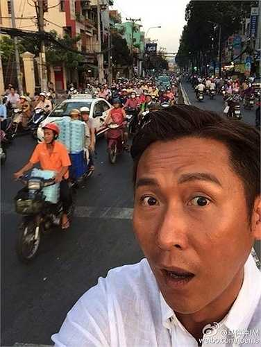 Cuối năm 2014, Mã Đức Chung đăng lên blog tấm hình selfie chụp giữa dòng xe cộ đông đúc ở Việt Nam. Cũng như bao người nước ngoài khác, có vẻ như nam diễn viên Hong Kong rất ngạc nhiên với giao thông của người Việt.