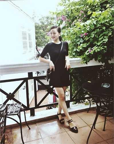 Cô bạn Trang kính hồng (Tên thật là Trần Thu Trang) là một trong những hot girl nổi đình nổi đám ở Hải Phòng.