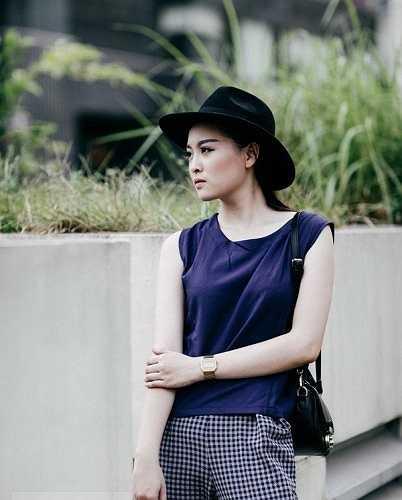 Công việc hiện tại của cô gái này là làm mẫu ảnh cho các cửa hàng thời trang