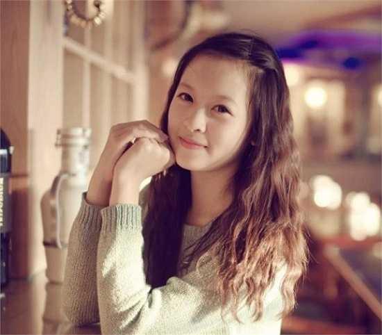 Với dáng người nhỏ nhắn, xinh xắn và phong cách ăn mặc đẹp, Trang luôn gây được sự chú ý từ phía đối diện.