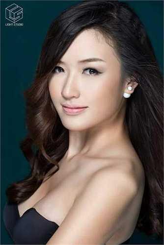 Cô bạn xinh xắn này là Đặng Phạm Phương Chi, sinh ngày 8/6/1994.
