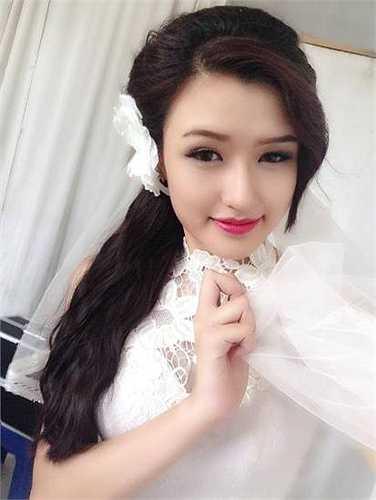 Cấp III, cô bạn học lớp 12A9, Trung học phổ thông Đan Phượng - Hà Nội.