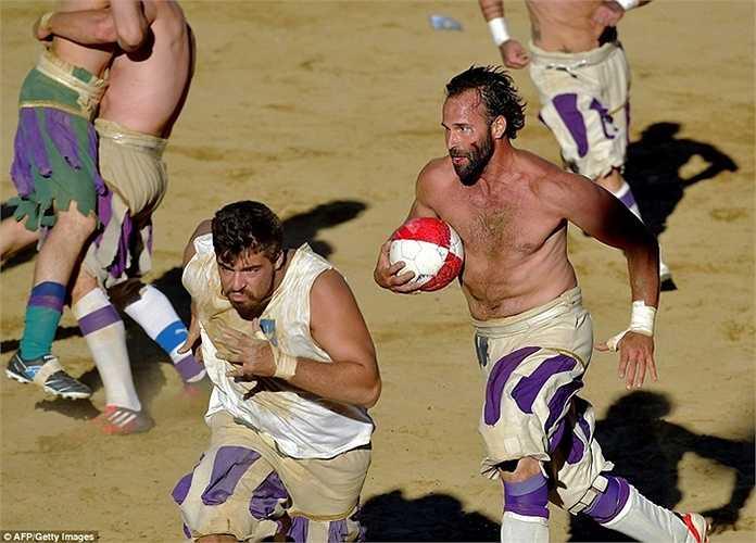 Những người đàn ông quyết chiến vì quả bóng