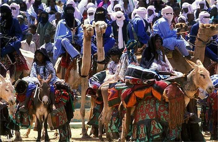 Người dân bộ lạc Tuareg rất kín đáo. Họ giải quyết tất cả mọi việc trong sự kín đáo và tôn trọng lẫn nhau