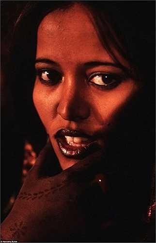 Nhiếp ảnh gia Henrietta Butler đã rất ngạc nhiên khi đến thăm bộ lạc du mục Hồi giáo Tuareg