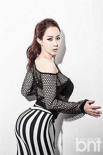 Người đẹp Park Ji Eun khoe vòng 3 siêu hấp dẫn