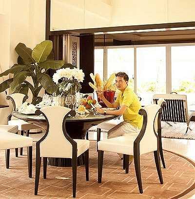 Đặc biệt, các không gian chức năng khác như phòng ngủ, phòng làm việc, phòng tắm, bếp, phòng ăn… được bố trí liên hoàn mang lại sự thoải mái, tiện nghi khi sử dụng.