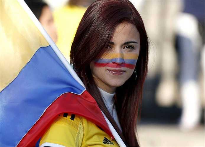 Fan nữ xinh đẹp của Colombia.