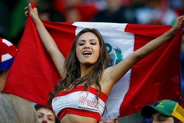 Fan nữ của Peru. Peru cũng gây ấn tượng mạnh khi giành vé vào tứ kết với tư cách là đội nhì bảng C.