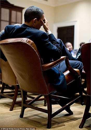 Ông Obama dường như đang áp lực trong cuộc họp hồi năm 2009