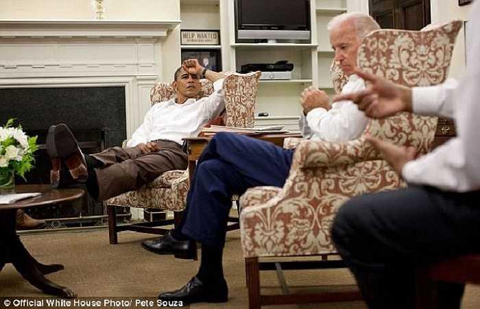 Tổng thống Obama vẫn gác chân lên bàn trong cuộc thảo luận căng thẳng về thâm hụt ngân sách 30/7/2011