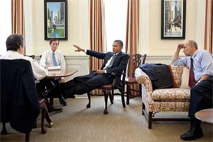Các nhà lãnh đạo trong một cuộc thảo luận về kinh tế năm 2011