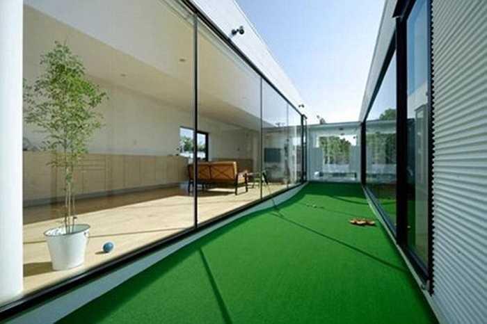 Phục vụ sở thích cá nhân, giới đại gia còn xây cả sân golf thu nhỏ ngay trong nhà để khi luyện tập mà không cần phải ra ngoài.