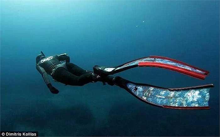 Nữ sát thủ săn lùng con mồi dưới lòng biển